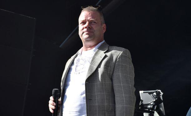 Helsingin Sanomien mukaan Jari Sillanpään kanssa samassa metamfetamiinivyyhdissä on syytteessä 12 ihmistä.