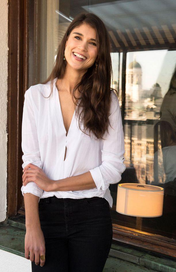 Mikko Leppilammen tyttöystävänä tunnettu malli ja stailisti Maryam Razavi julkaisee keväällä XCLSV- nimea kantavan tyylikirjan, jossa hän on koonnut yksiin kansiin 35 trendikkään muotinenän tyylivinkit ja parhaat palat heidän vaatekaapeistaan.