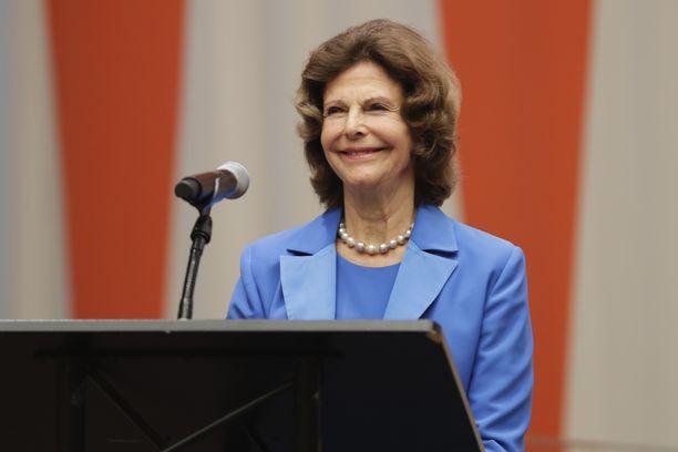 Kuningatar Silvia tekee aktiivisesti hyväntekeväisyystyötä lastenoikeuksien puolesta.
