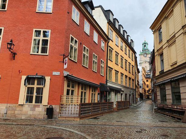 Tukholman vanha kaupunki Gamla Stan on turistien suosiossa, mutta varsinkin arkiaamuisin  tyhjä.