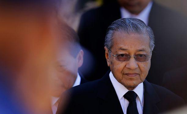 """Malesian entinen pääministeri kirjoittaa, että """"tietyillä tahoilla"""" ja Boeingilla vaikuttaisi olevan mahdollisuus ottaa kaupallinen lento täysin omaan haltuunsa."""