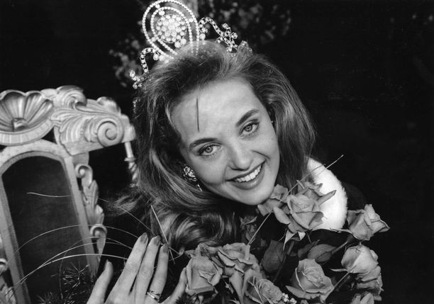 Kirsi Syrjänen valittiin Miss Suomeksi vuonna 1992.