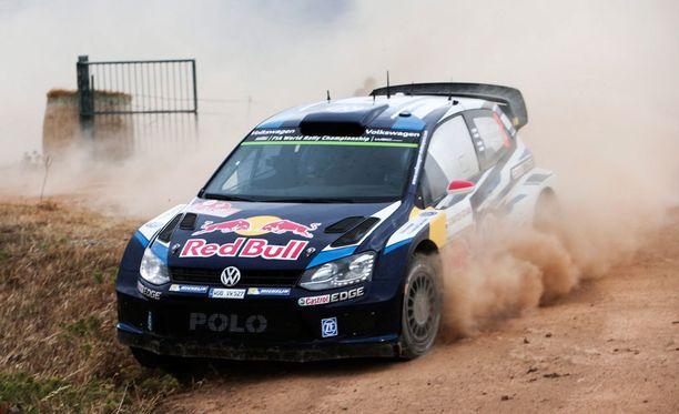 Jari-Matti Latvala pöllytti Sardinian hiekkaa nopeimmin.