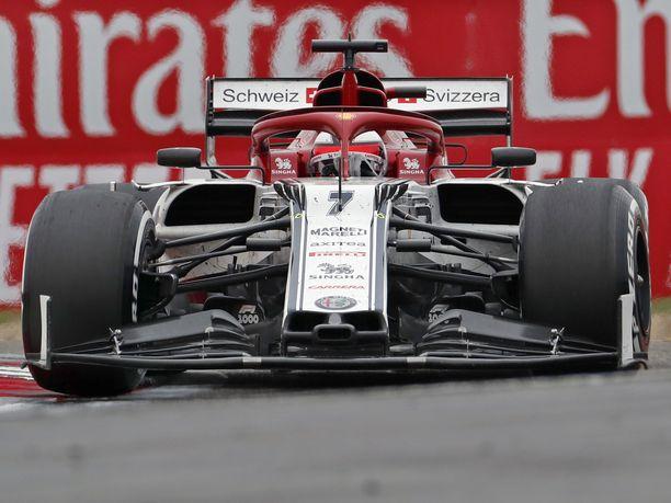 Alfa Romeo -autojen moottoreissa käytetään Bakussa uusia elektronisia ohjausjärjestelmiä (CE). Kimi Räikköselle kyseessä on kauden toinen CE-komponentti, Antonio Giovinazzille kolmas.