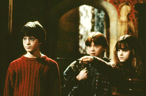 Harry Potter ja Viisasten kivi -elokuvan päänäyttelijät Daniel Radcliffe, Rupert Grint ja Emma Watson vuonna 2001.