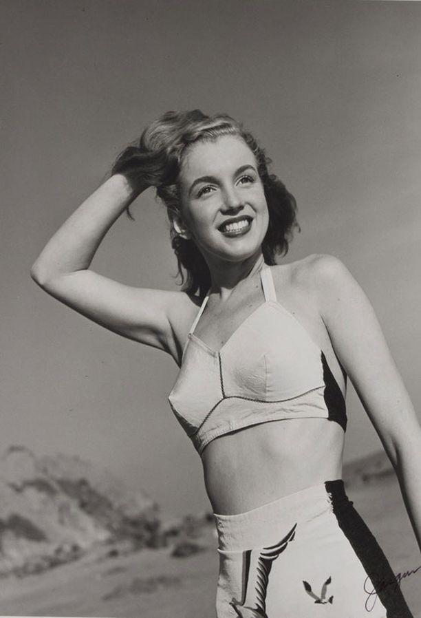 VANHAAN TAPAAN Tötterömäinen, vaalea yläosa paljastaa Marilynin hoikan vyötärön.