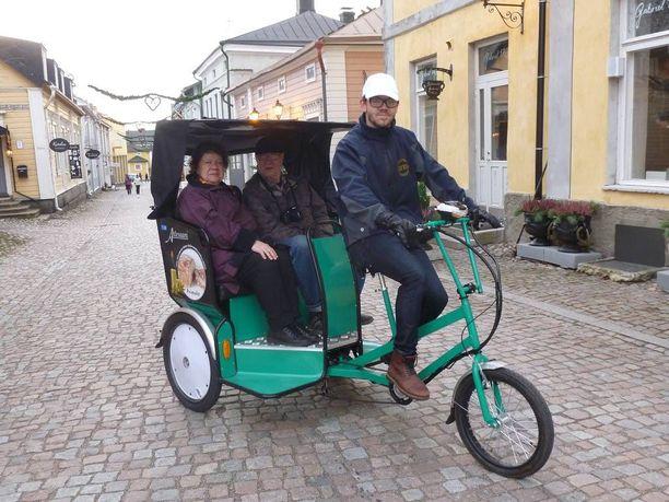 Polkupyörätaksit ovat tuttuja näkyjä Thaimassa ja jopa Tallinnassa. Pian myös Porvoossa Suomessa.