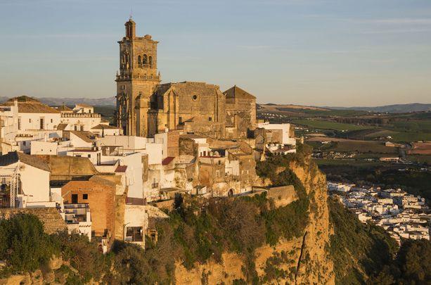 Kuvassa keskellä katedraali, joka on vanhankaupungin tärkeimpiä nähtävyyksiä.