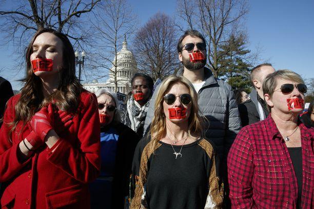 """""""Elämää kannattavat"""" eli aborttia vastustavat osoittivat mieltään viime vuoden maaliskuussa korkeimman oikeuden edustalla Washingtonissa."""