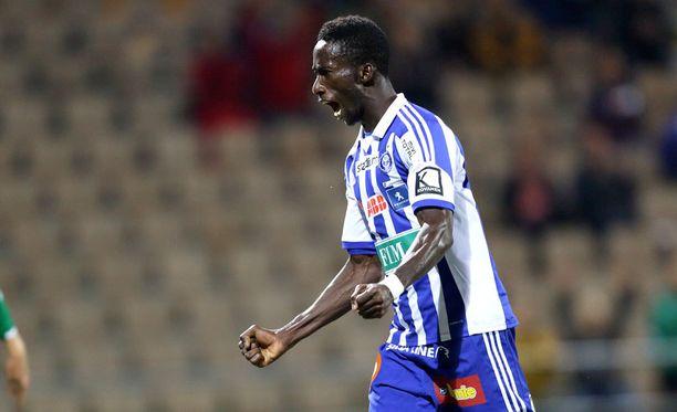 HJK-fanit rakastavat Demba Savagea ja Savage heitä.