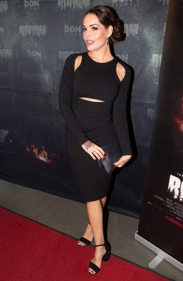 34-vuotias Triana on tehnyt mallintöitä, hän on esiintynyt myös Playboy-lehdessä.