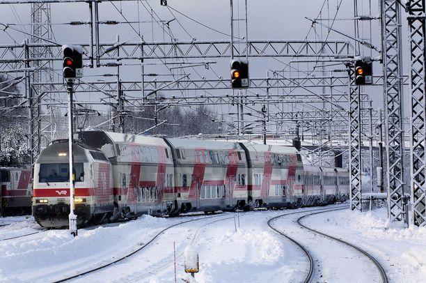 Joulun junaliikenteeseen kannattaa varautua ostamalla lippu hyvissä ajoin.