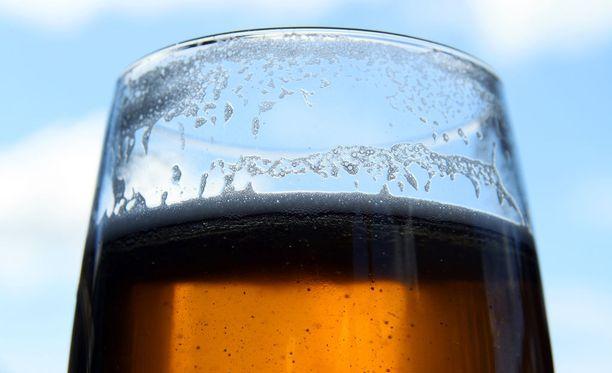 Olut maistuu janoisille matkailijoille. Kuubassa siitä on siksi jopa pulaa.