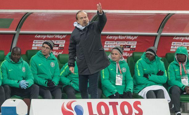 Nigerian päävalmentaja Gernot Rorh on kieltänyt pelaajiltaan läheisen tuttavuuden venäläisnaisten kanssa.