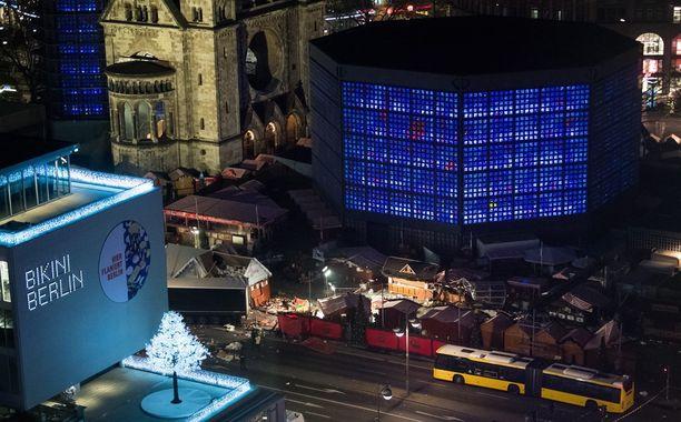 Berliinin joulutori, jolle iskettiin, sijaitsee keskeisellä paikalla Gedächtniskirchen vieressä.
