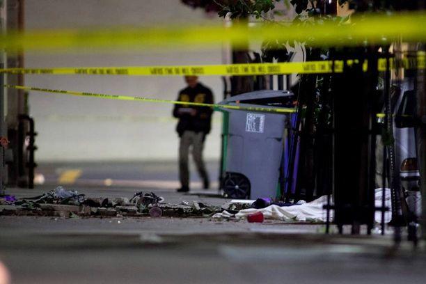 Berkeleyn keskustan kadulla oli yöllä lohduton näky: pirstaleita ja ruumiita.
