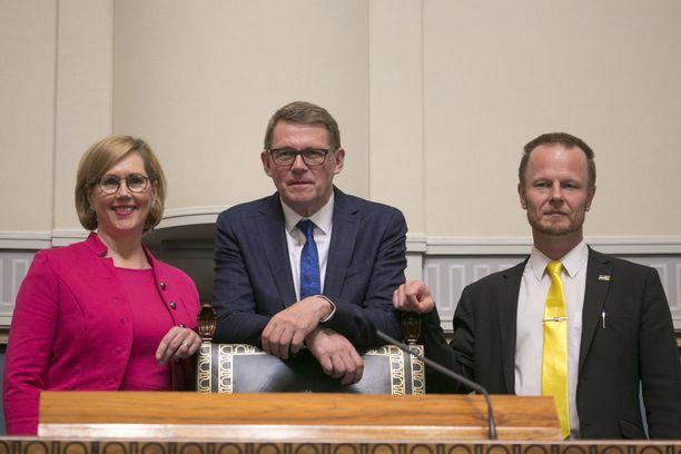 Varapuhemiehet Tuula Haatainen (sd) ja Juho Eerola (ps) tuuraavat puhemies Matti Vanhasta (kesk) hänen sairauslomansa ajan.