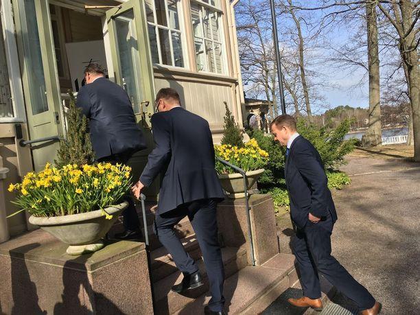 Pitäisiköhän meidän lähteä hommiin välillä, pääministeri Juha Sipilä päätti kymmenen minuuttia kestäneen tiedotustilaisuuden.