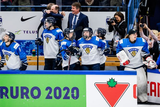 Naisleijonat otti historiallisen välierävoiton Kanadasta maalein 4-2.