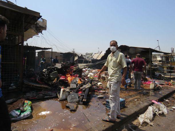 Pommi-iskut ovat jälleen yleistyneet Bagdadissa Isisin koettuja tappioita Mosulin suunnalla. Kuva markkinapaikalta, jolla räjähti pommi Bagdadissa elokuun lopussa tänä vuonna.