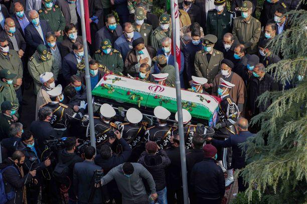 Mohsen Fakhrizadehin hautajaisia vietettiin Iranin puolustusministeriön edustalla.