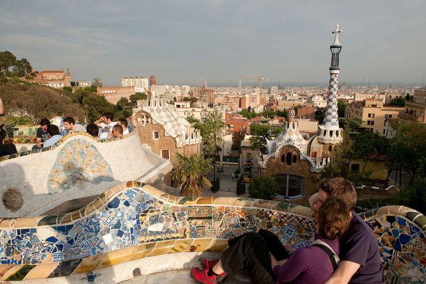 Barcelona voisi olla houkutteleva vaihtoehto helatorstain matkalle.