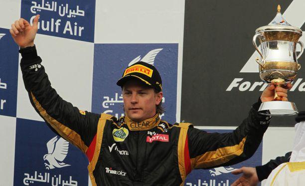 Kimi Räikkönen juhli Bahrainin gp:n kakkospaikkaa. Hän saavutti palkintopallisijan neljännessä kisassa paluunsa jälkeen. Michael Schumacher ei ole päässyt palkintopallille vielä kertaakaan paluunsa jälkeen.