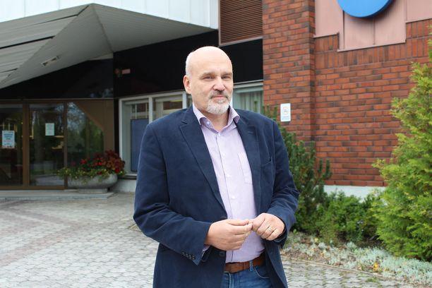 Kaupunginjohtaja Matti Tuononen on mielissään Metsä Groupin investointihankkeesta.