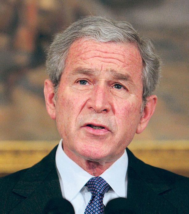 George W. Bush joutui viime töikseen pelastamaan autoteollisuuden valtion rahoilla. Perusrakenteen vahvistaminen on yritysten pönkittämistä vaarattomampaa.