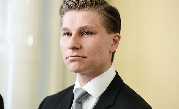 Oikeusministeri Antti Häkkänen sanoo odottavansa viranomaisdataa siitä, mitä on tapahtunut.