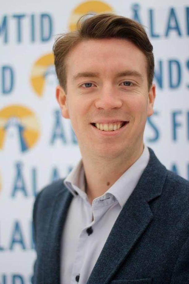 Axel Jonsson on Ålands framtid -puolueen puheenjohtaja. Itsenäisyyttä kannattavalla puolueella on kolme paikkaa maakuntapäivillä.