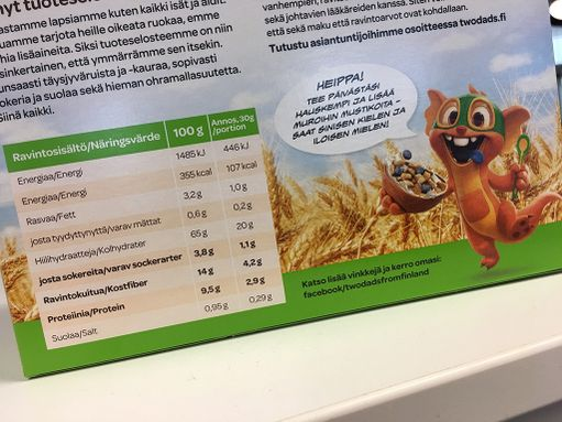 Tältä näyttää Ruispuhku-täysjyvämurojen ravintosisältö. Sokeria sadassa grammassa on 3,8 grammaa. Merkiltä löytyy Kaurapuhku-murot, joissa sokeria on 11 grammaa sadassa.