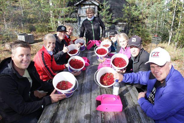 Marja-Liisa Kirvesniemen päivänä urheilijat ottavat mittaa toisistaan marjastamisessa.