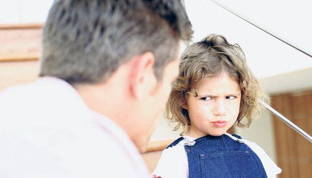 Haastava lapsi reagoi ympäristön ärsykkeisiin eri tavalla kuin keskivertolapsi.