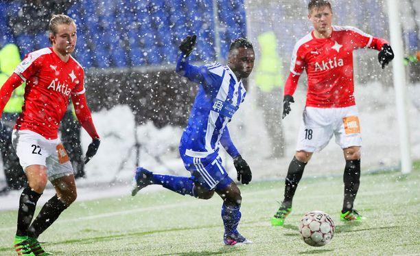 HJK:n Evans Mensah juoksutti HIFK:ta.