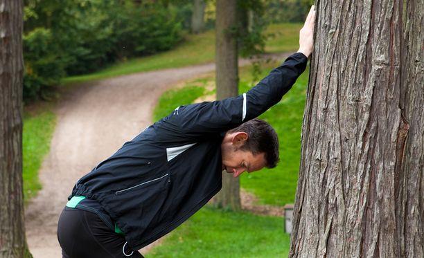 Magnesiumin puute voi aiheuttaa monenlaisia oireita kuten väsymystä ja kramppeja. Pahimmillaan se voi aiheuttaa muun muassa sydämen rytmihäiriöitä.