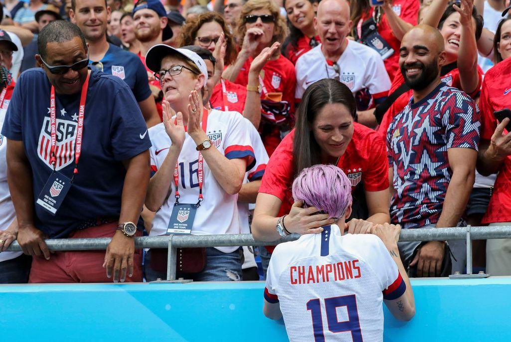 Superpari saa toisensa – kaksinkertainen maailmanmestari ja koripallon supertähti kihloihin