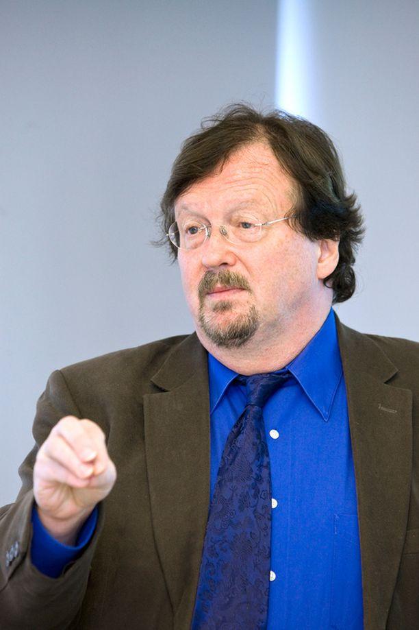 Aktian pääekonomisti Timo Tyrväinen ehdotti eilisessä Iltalehdessä tuloverojen kiristyksen peruuttamista.
