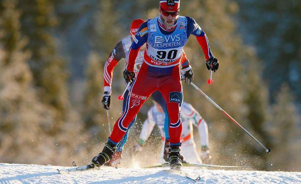 Lauantaina voittoon hiihtänyt Martin Johnsrud Sundby sydämistyi ruotsalaisten epäilyistä.