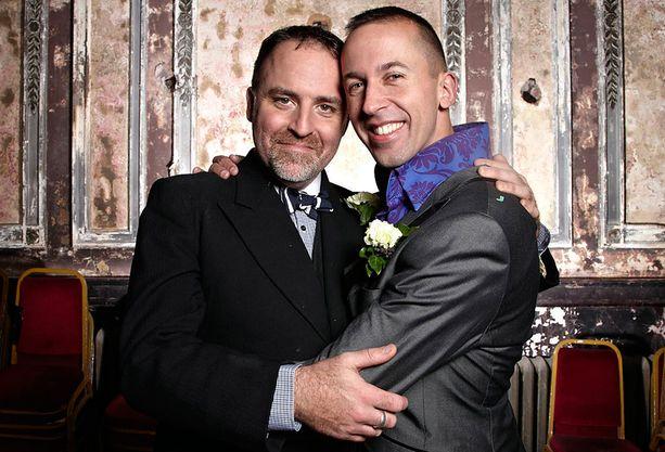 Benjamin Till ja Nathan Taylor tapasivat Taboo-musikaalissa ja menevät nyt naimisiin oman musikaalinsa sävelin.