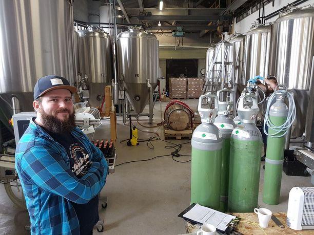 Panimon päähalli. Pyry Hurula sanoo, että kaikki mikä kiiltää, on käytössä oluen valmistukseen.
