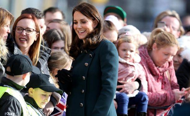 Catherine nauttii Britanniassa suurta kansansuosiota.