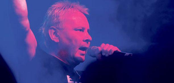 Matti Nykänen otti eilen yleisönsä Ravintola Bohemiassa Helsingissä.