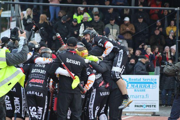 Manse PP juhli voittoa railakkailla tuuletuksilla.