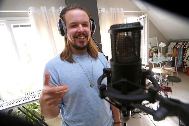 Jukka Pojan juuri julkaistun uuden levyn nimi on Elämäntyyli. Nykyisin hänen elämäntyyliinsä kuuluu rauhallisempi suhtautuminen asioihin.