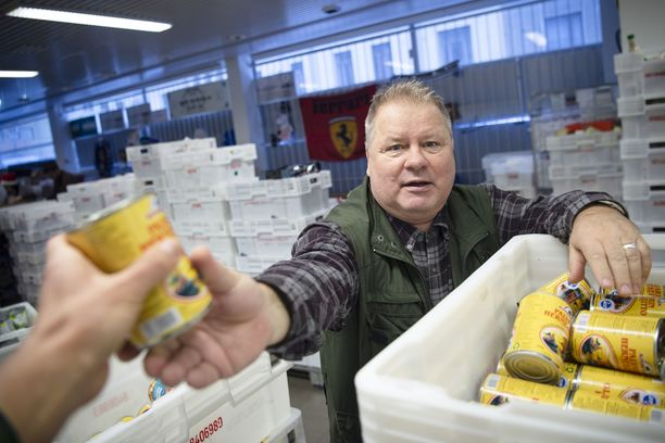 Heikki Hursti on ojentanut kätensä köyhille vuosikausien ajan. Hän on järjestänyt köyhien joulujuhlia vuodesta 2005 saakka.