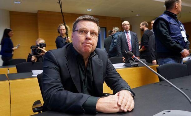 Puolustuksen mukaan Jari Aarnio kuuli myöhemmin, että rahoitus oli järjestynyt Instia-Groupin kautta.