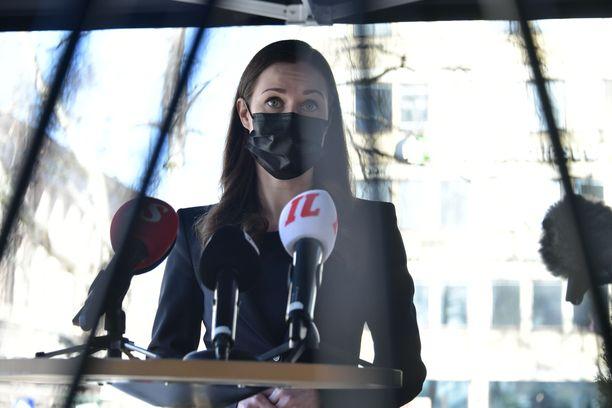 Sanna Marinin johtama hallitus neuvottelee koronatoimista maanantaina.