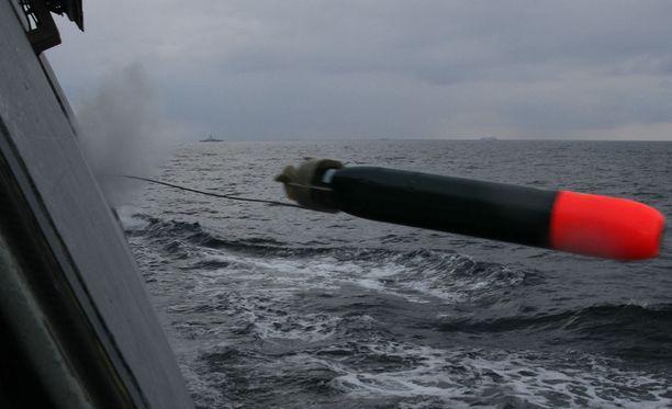 Suomi saa ensi vuonna Ruotsilta lainaan Tp45-kevyttorpedot uusia Tp47-torpedoja odotellessa.