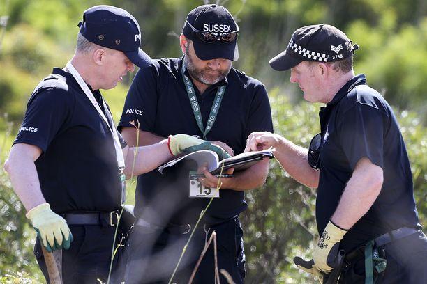 Madeleinen ruumista etsittiin sekä läheltä katoamispaikkaa että kauempaa Portugalista. Etsinnöissä avustivat myös Britannian poliisit. Mitään ei ole koskaan löytynyt.